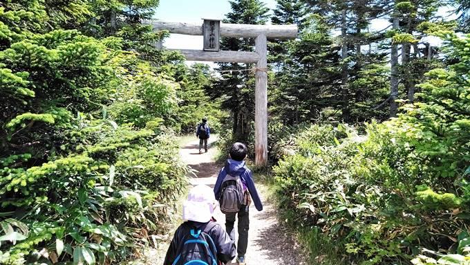 横手山神社入り口