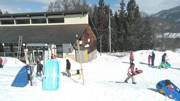 木島平スキー場子供広場に一番近いレストラン『銀嶺』